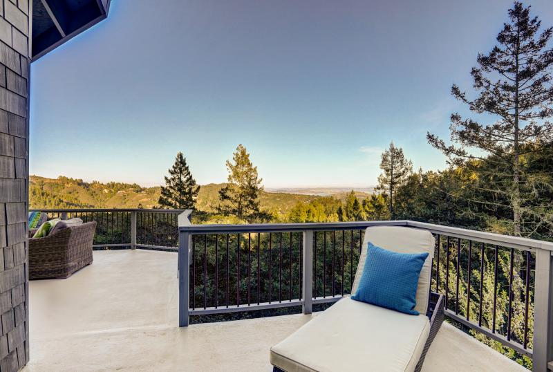 998 Edgewood Avenue, Mill Valley #25
